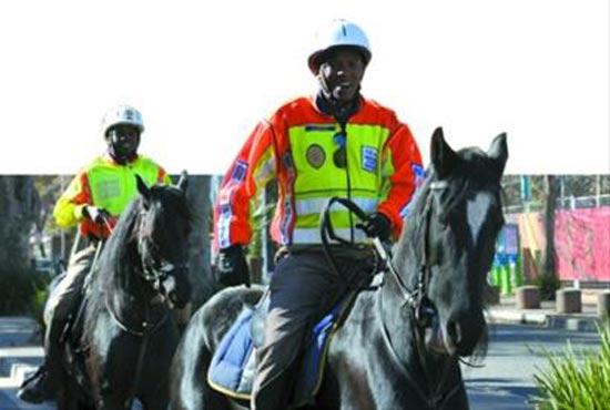 ◆南非骑警在巡逻