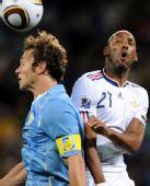 图文:小组赛法国首战乌拉圭 阿内尔卡表情搞笑