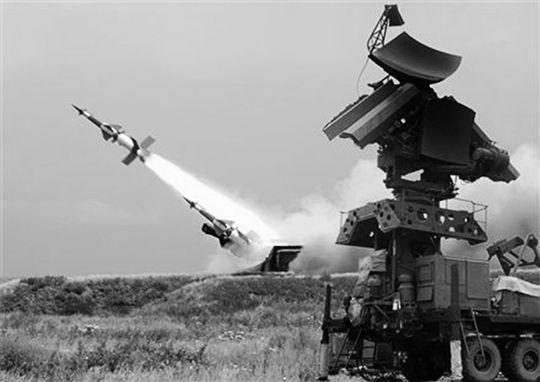 印军装备的防空导弹和雷达。