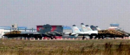 千龙网资料图:网上流传的歼15战机照片。