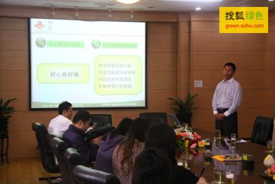 青啤公司生产管理总部部长卢绪军介绍公司环境管理体系