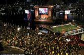 图文:南非球迷聚集悉尼 球迷的海洋