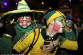 """图文:南非球迷聚集悉尼 扮""""小丑""""支持主队"""