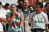 幻灯:墨西哥集结观世界杯 美女戴可爱球迷草帽