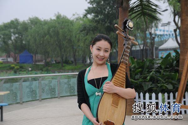 美女琵琶演奏