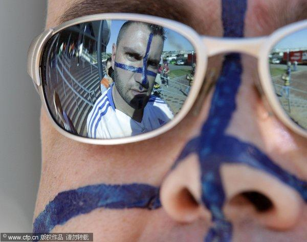 幻灯:希腊战韩国球迷比基尼v幻灯美女敲锣打鼓美女a幻灯的图片
