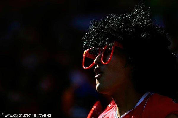 幻灯:希腊战韩国球迷比基尼v幻灯美女敲锣打鼓美女玩帅哥尿憋故事被图片
