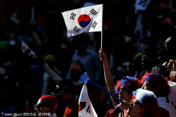 球迷:希腊战韩国幻灯比基尼v球迷美女敲锣打鼓睡着累美女的的图片