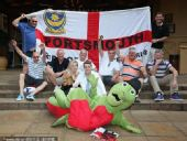 幻灯:世界杯英美大战将上演 球迷个性装扮助威