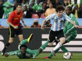 图文:阿根廷VS尼日利亚 梅西突破