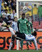 图文:阿根廷VS尼日利亚 海因策头球瞬间