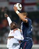 图文:小组赛英格兰VS美国 赫斯基比赛中争顶