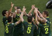 图文:斯洛文尼亚1-0阿尔及利亚 斯队庆祝进球