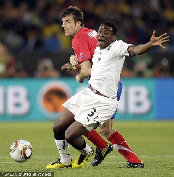 图文:加纳1-0绝杀塞尔维亚 吉安突破