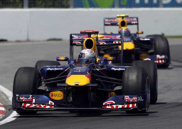 图文:F1加拿大大奖赛正赛 韦伯追赶维特尔