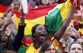 图文:德国4-0横扫澳大利亚 女球迷兴奋