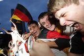 图文:德国4-0横扫澳大利亚 德国球迷激动不已