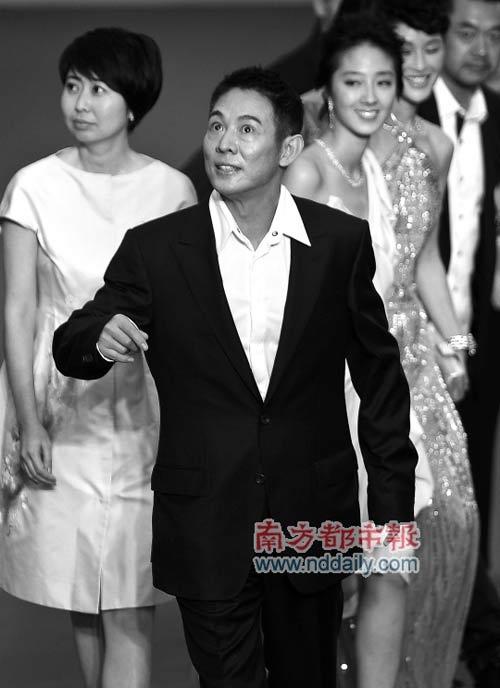 《海洋天堂》让很多人惊喜。前晚,李连杰携众主演走上上海电影节的红地毯。在采访中,他显然有许多想法,想与大家分享