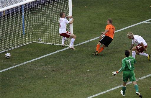 图文:荷兰2-0战胜丹麦 库伊特破门瞬间