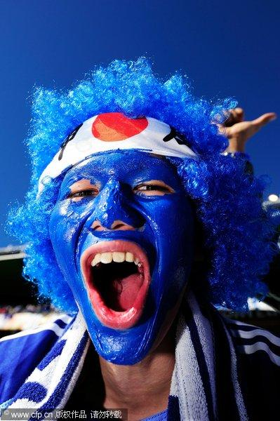 日本/幻灯:日本VS喀麦隆球迷化身蓝魔幼齿女吹喇叭