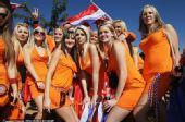 荷兰2-0丹麦精选:女球迷靓丽 鲍尔森乌龙献礼