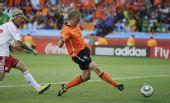 图文:荷兰队战胜丹麦队 库伊特比赛中射门