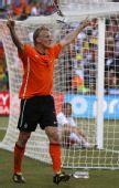 图文:荷兰队战胜丹麦队 库伊特庆祝进球