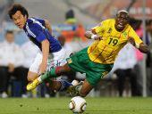 图文:日本一球小胜喀麦隆 姆比亚进攻受阻