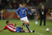 图文:意大利VS巴拉圭 克里西托带球突破