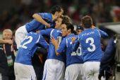 图文:意大利VS巴拉圭 意大利队庆祝进球