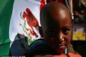 图文:墨西哥队备战训练世界杯 南非小球迷