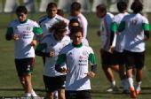 图文:墨西哥队备战训练世界杯 无球训练