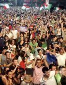 图文:意大利巴拉圭球迷面面观 球迷欢庆进球
