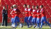 幻灯:塞尔维亚队训练备战世界杯 队员一丝不苟
