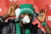 """图文:球迷演绎""""面具世界杯"""" 尼日利亚球迷"""