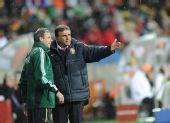 图文:科特迪瓦VS葡萄牙 奎罗兹场边观看比赛