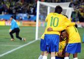 图文:小组赛巴西VS朝鲜 麦孔首开纪录