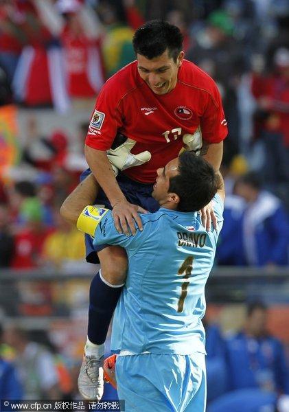 守门员熊抱梅德尔