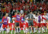 图文:瑞士1-0爆冷击败西班牙 瑞士队员欢庆