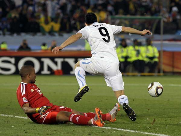 南非/幻灯:南非守门员红牌被罚下弗兰点球梅开二度