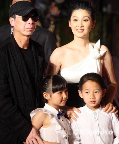 冯小刚徐帆夫妇亮相上海电影节走红毯