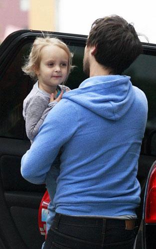 可爱Baby:托比-马奎尔女儿