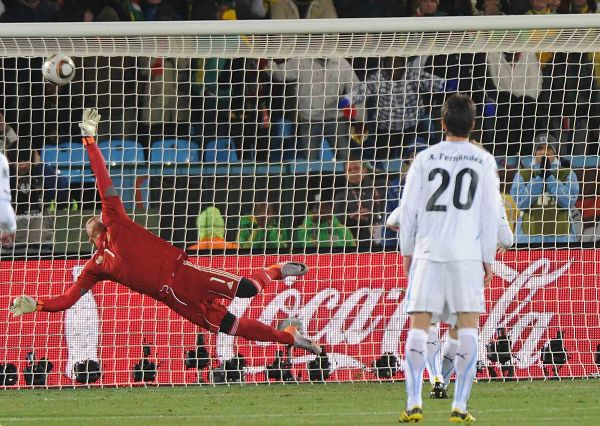 图文:乌拉圭3-0大胜东道主南非 来不及扑救