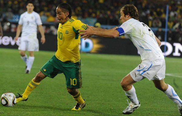 图文:乌拉圭3-0大胜东道主南非 生拉硬拽