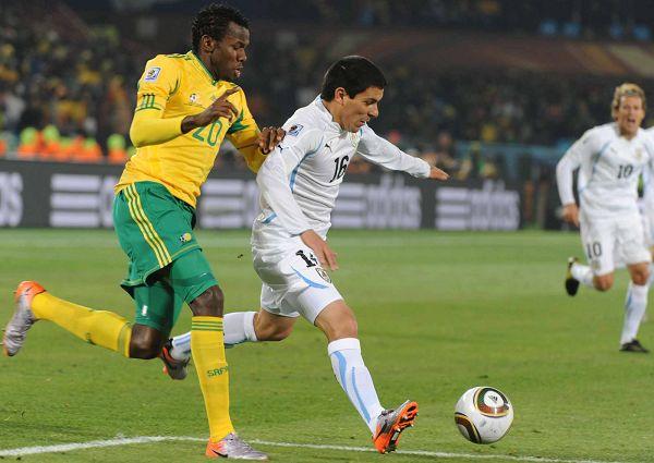 图文:乌拉圭3-0大胜东道主南非 积极奔跑