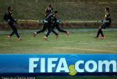 幻灯:巴西队训练备战 众球星拉皮筋锻炼爆发力