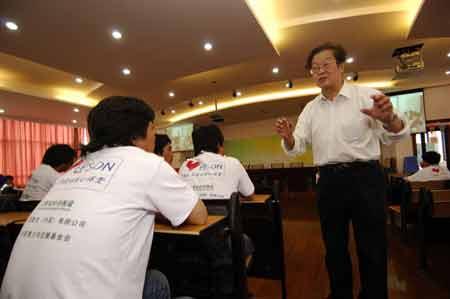 上海著名校长张锦堂先生做学校管理介绍
