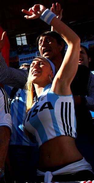 阿根廷球迷秀蛮腰