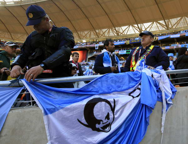 警察拆除阿根廷球迷标语