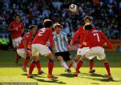 幻灯:阿根廷4-1韩国队 伊瓜因头球攻入第三球